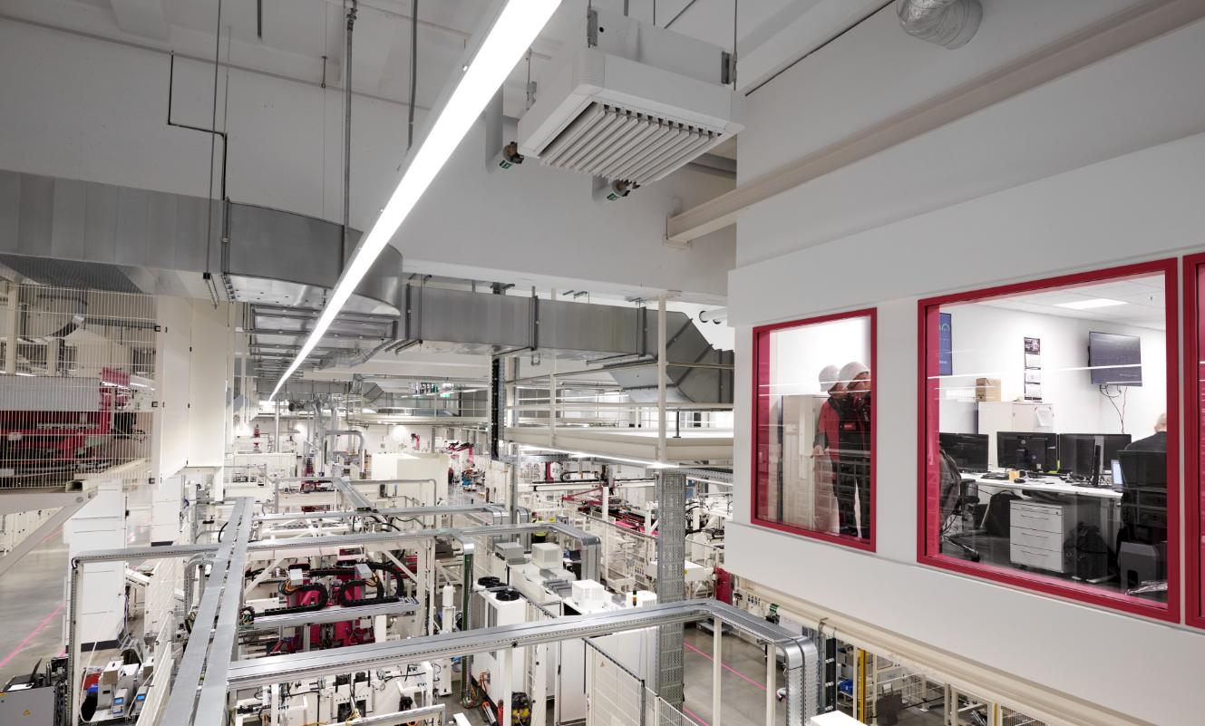 Impulsor internacional del cambio tecnológico y, al mismo tiempo, fiel a sus raíces: en Haiger, Rittal ha construido la planta de producción de cajas pequeñas y armarios compactos más moderna del mundo, totalmente integrada digitalmente.